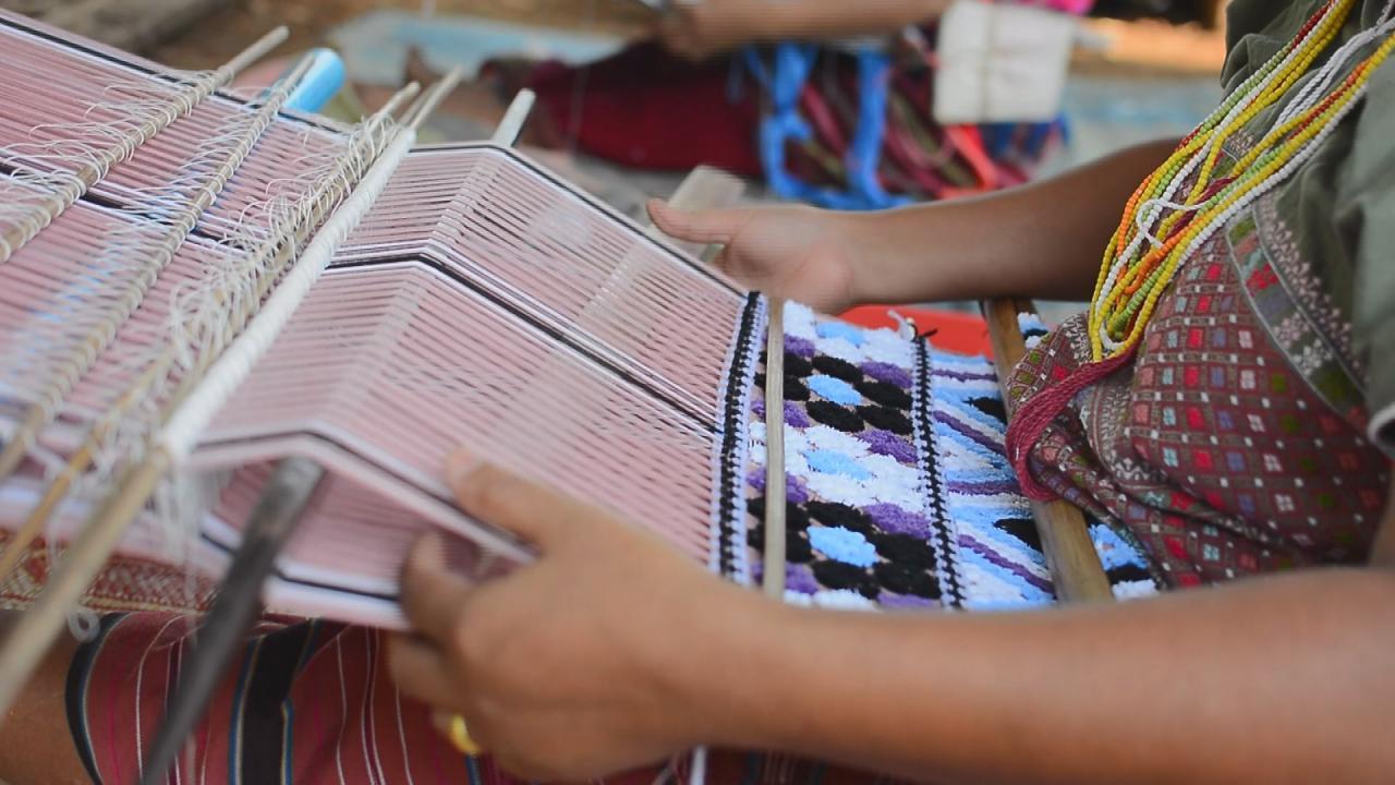 ที่นี่บ้านเรา - ผ้าพื้นเมือง ปกาเกอะญอ