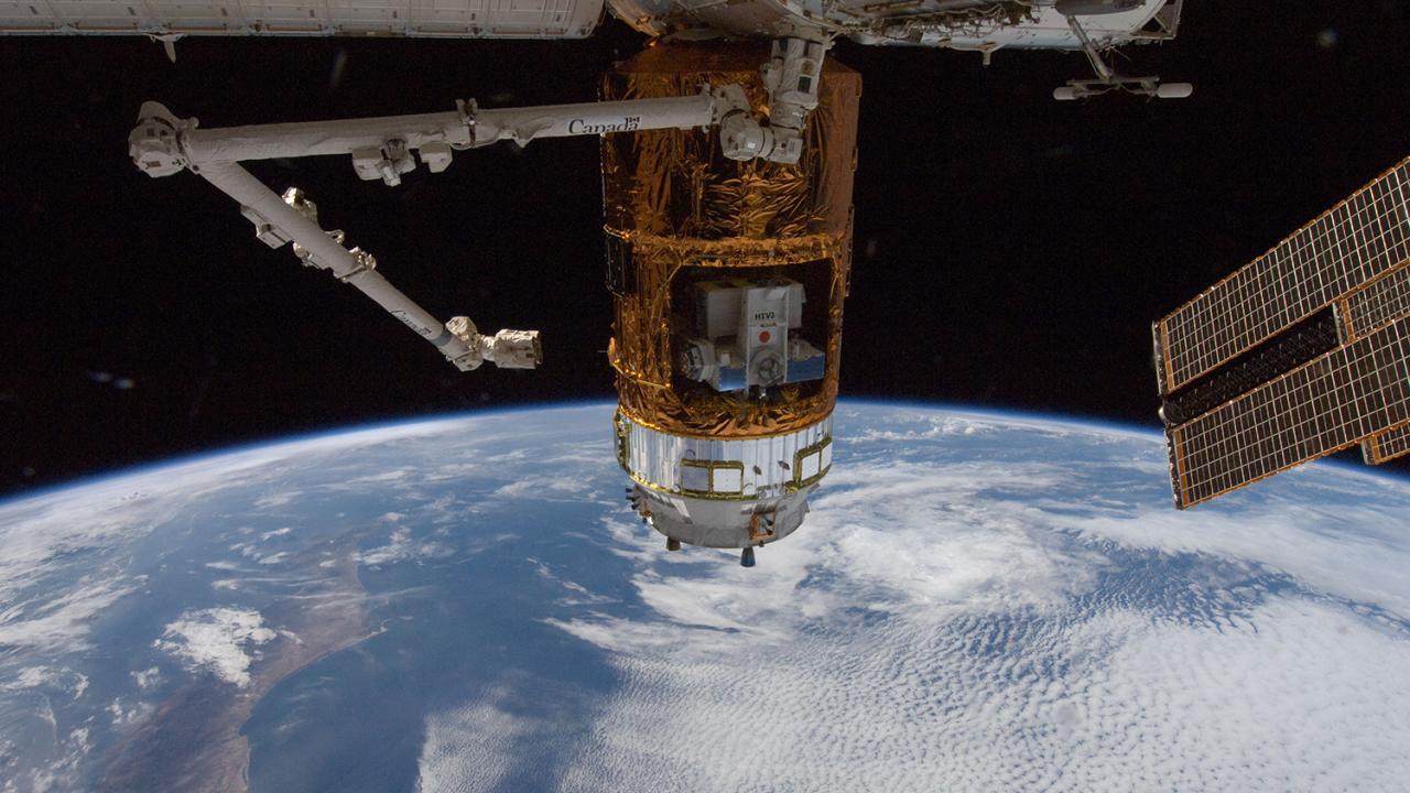มิติโลกหลังเที่ยงคืน - สายตรงจากอวกาศ