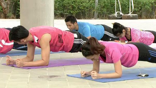 ข.ขยับ X - การเลือกท่าฝึกบริหารกล้ามเนื้อหน้าอก และหน้าท้องที่เหมาะสมกับแต่ละบุคคล