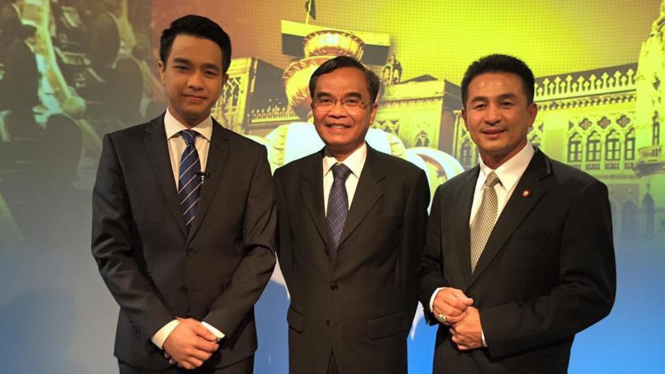 """ตอบโจทย์ - 2 พรรค 1 รัฐธรรมนูญ """"เพื่อไทย-ประชาธิปัตย์"""""""