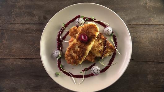 หม้อข้าวหม้อแกง - ไก่ชุบเกล็ดขนมปังทอด ราดซอสแก้วมังกร
