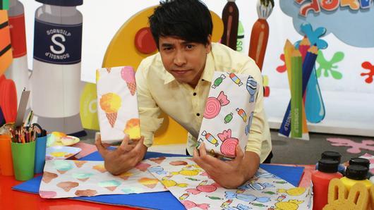 สอนศิลป์ - กระดาษห่อของขวัญลายลูกกวาด