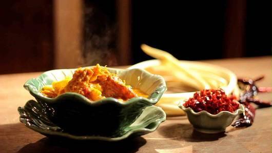กินอยู่...คือ - แกงเหลืองไหลบัว (จันทร์ฉวี สกุลกัตน์)