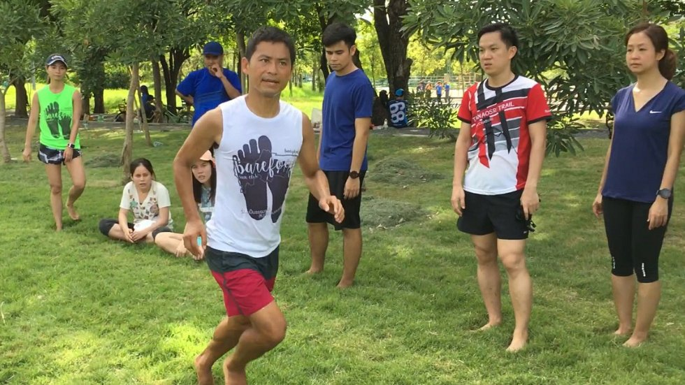 ฟิตไปด้วยกัน - วิ่งเท้าเปล่ากับโยชิ