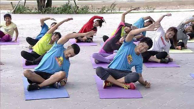 ข.ขยับ - สร้างความแข็งแรงของกล้ามเนื้อเอวและสะโพกด้วยท่า side plank star