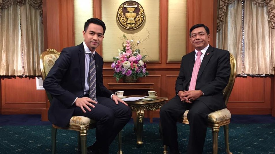 """ตอบโจทย์ - """"อลงกรณ์"""" เผชิญหน้า """"ประชาธิปัตย์-เพื่อไทย"""""""