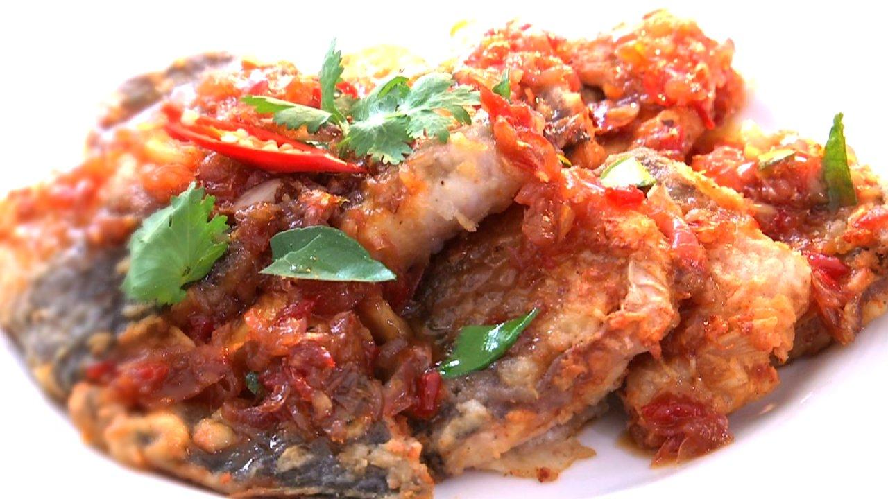 หม้อข้าวหม้อแกง - ปลาส้มราดพริกสามรส