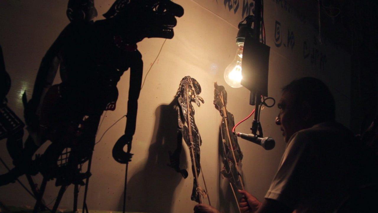 ทีวีชุมชน - คนทำหนังใต้แสงเงา