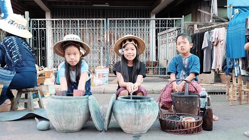 เที่ยวไทยไม่ตกยุค - DIY สไตล์ไทย ไปกับอิสระสีคราม ณ บ้านถ้ำเต่า จ.สกลนคร
