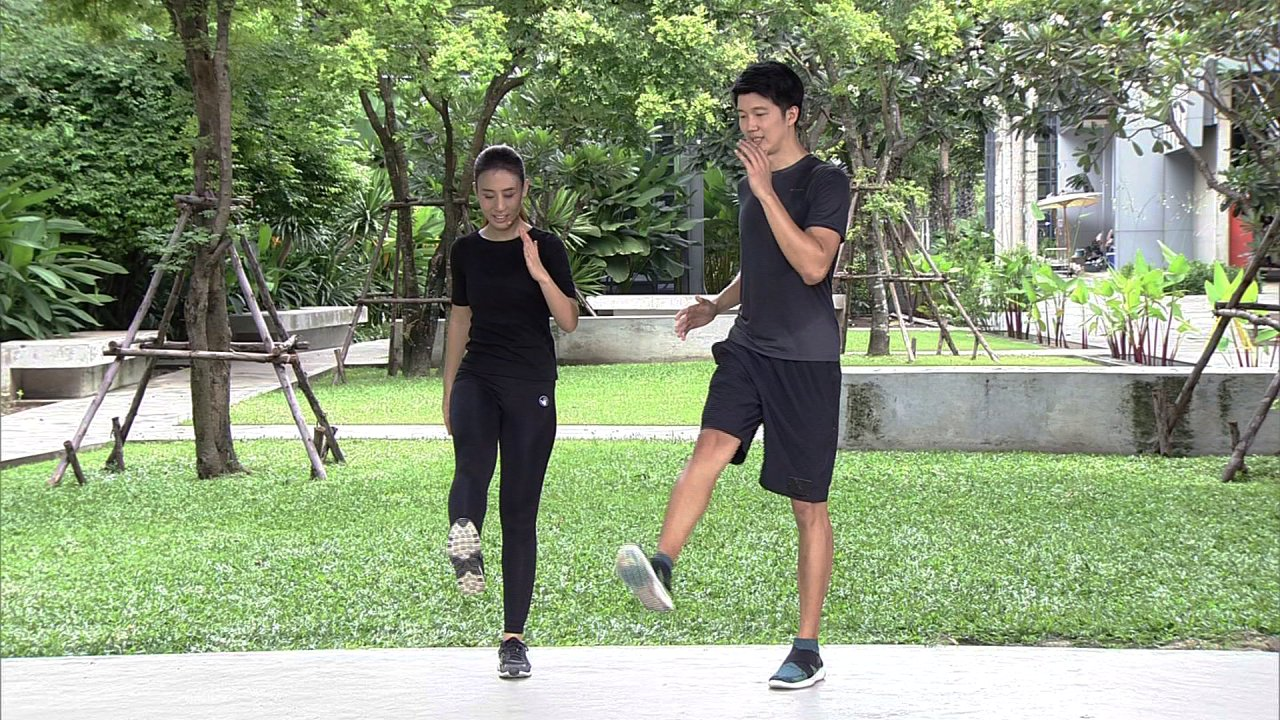 ข.ขยับ X - ฝึกวิ่งเตะขาเพื่อให้วิ่งได้เร็วขึ้น