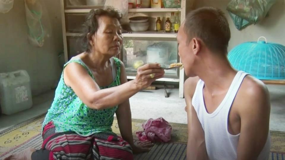 ร้องทุก(ข์) ลงป้ายนี้ - วอนช่วยเหลือแม่วัยชรา ดูแลลูกพิการมา 26 ปี อ.จอมทอง จ.เชียงใหม่
