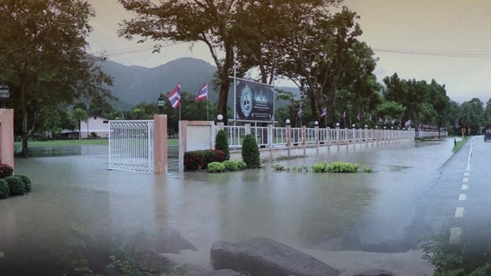 ร้องทุก(ข์) ลงป้ายนี้ - เตือนภัยน้ำป่าไหลหลาก ชุมชนสองฝั่งแม่น้ำท่วมแล้วกว่า 100 หลังคาเรือน จ.ตรัง