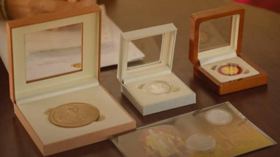 สถานีประชาชน - เปิดจองเหรียญที่ระลึกพระราชพิธีถวายพระเพลิงพระบรมศพ วันที่ 22 ส.ค. – 30 ก.ย. 60