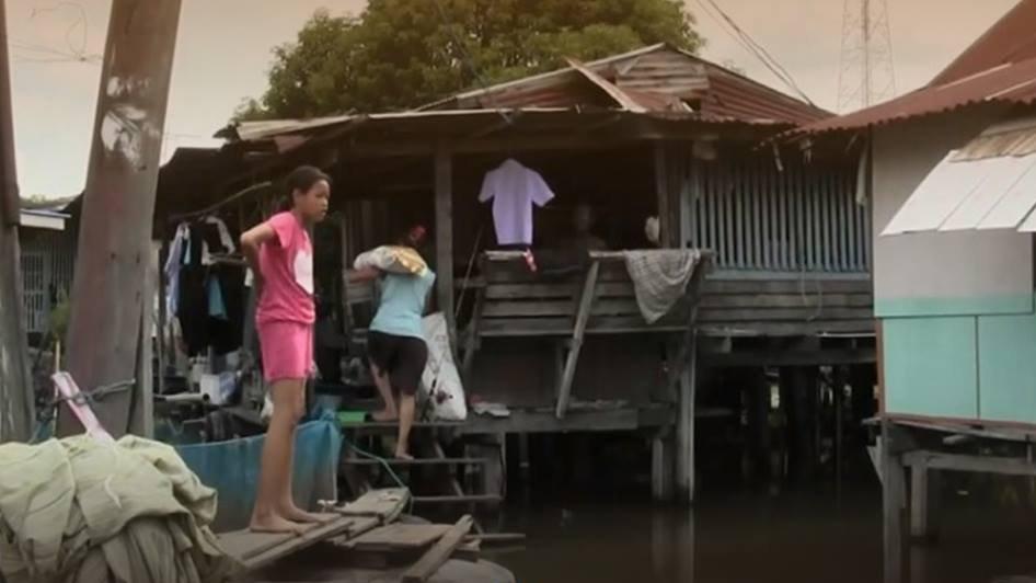 ร้องทุก(ข์) ลงป้ายนี้ - เฝ้าระวังน้ำทะเลหนุน หวั่นน้ำท่วมบ้านเรือนประชาชน จ.อ่างทอง