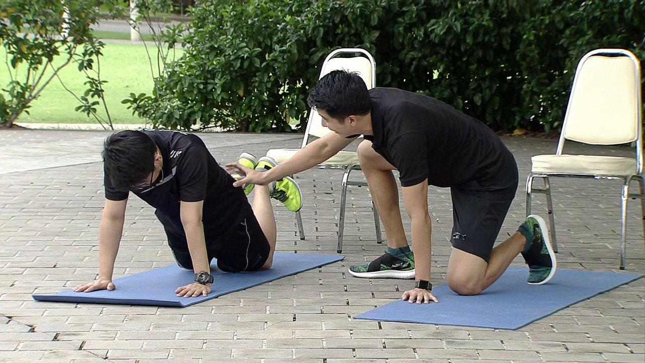 ข.ขยับ - ท่าบริหารเพิ่มความยืดหยุ่นกล้ามเนื้อไหล่ ป้องกันและบรรเทาอาการปวดหลังของนักแบดมินตัน
