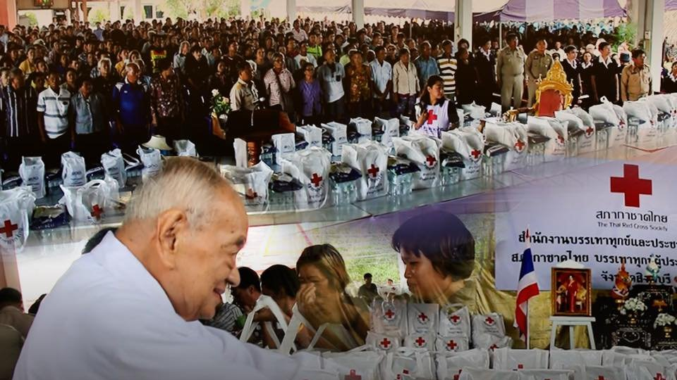ร้องทุก(ข์) ลงป้ายนี้ - พระราชทานชุดธารน้ำใจช่วยเหลือผู้ประสบอุทกภัย จ.สิงห์บุรี