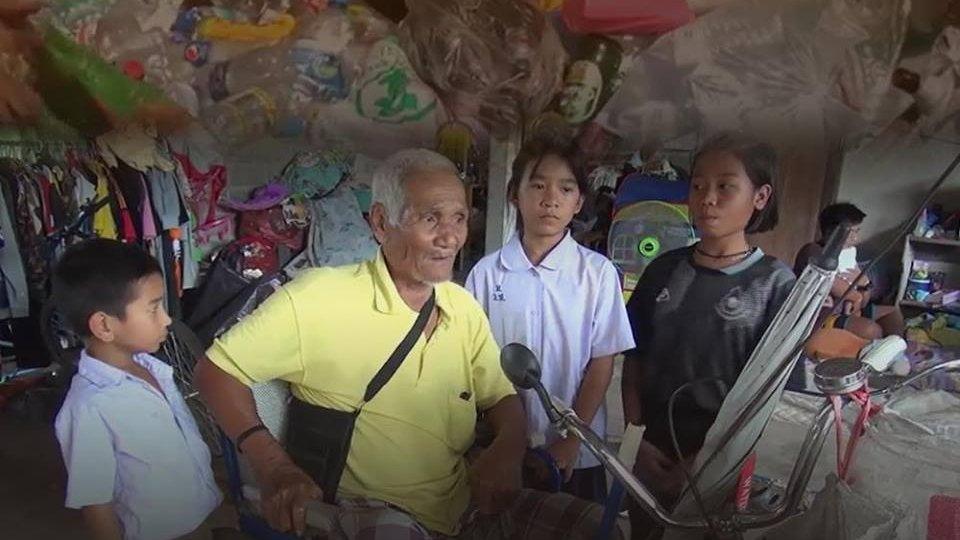 ร้องทุก(ข์) ลงป้ายนี้ - คืบหน้าเด็ก 8 ขวบ กตัญญูช่วยตาพิการเก็บของเก่าประทังชีวิต จ.ชลบุรี