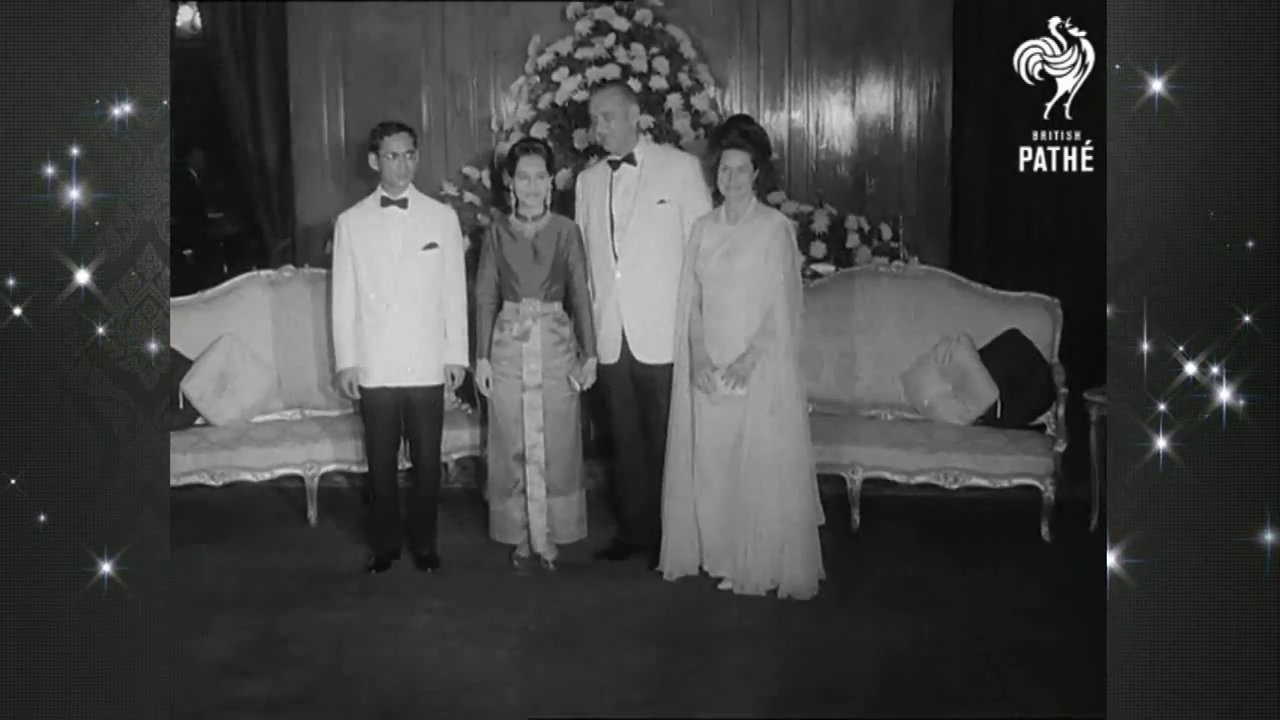 """วันใหม่  ไทยพีบีเอส - """"ในหลวง-ราชินี"""" ต้อนรับ ปธน.สหรัฐฯ คนแรกที่เยือนไทย"""