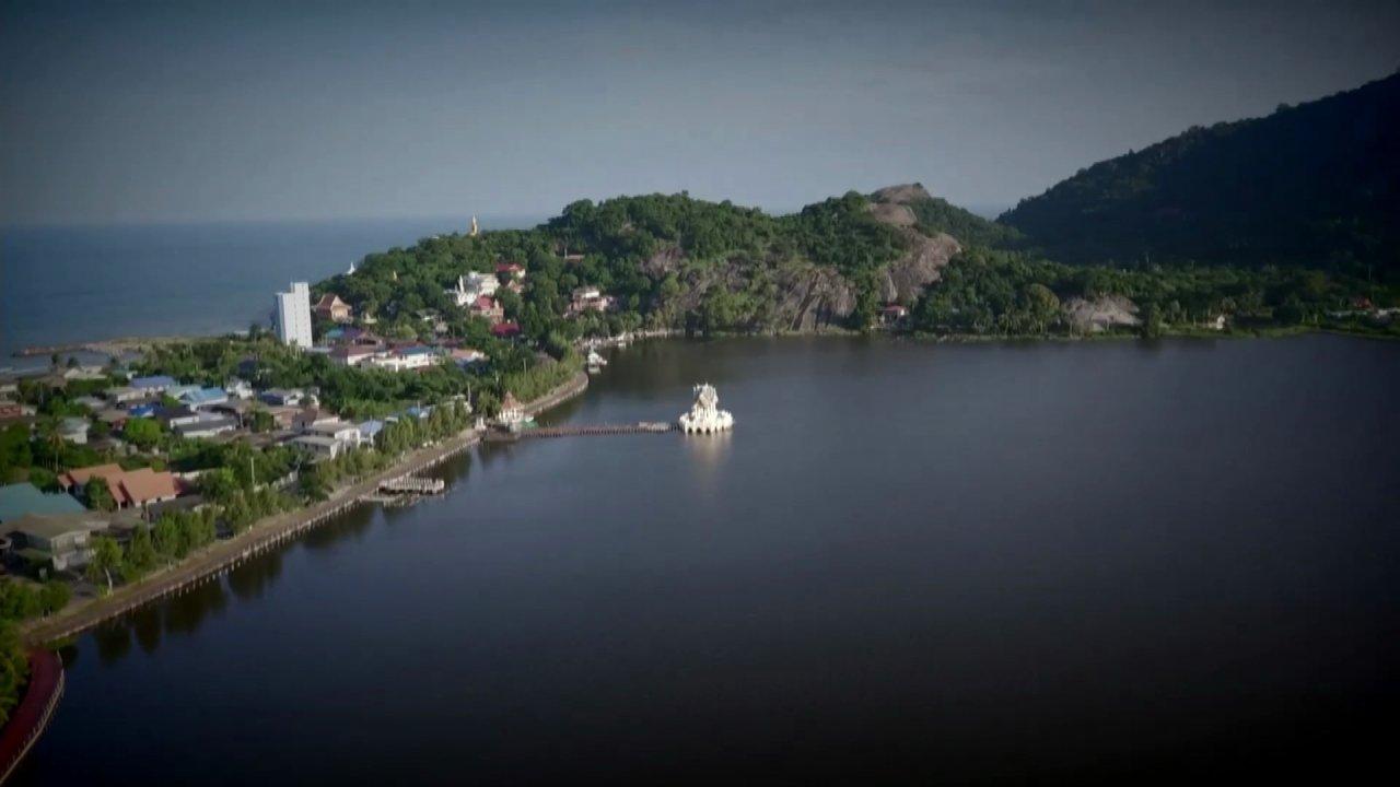 ศึกเรือยาวชิงจ้าวสายน้ำ ปีที่ 9 - กิจกรรมทีมเรือยาวน้อมรำลึกในพระมหากรุณาธิคุณของ พระบาทสมเด็จพระปรมินทรมหาภูมิพลอดุลยเดช