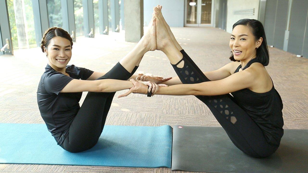 คนสู้โรค - เปลี่ยนก่อนป่วย : Partner  Yoga ช่วยกันยืดเหยียดในท่านั่ง