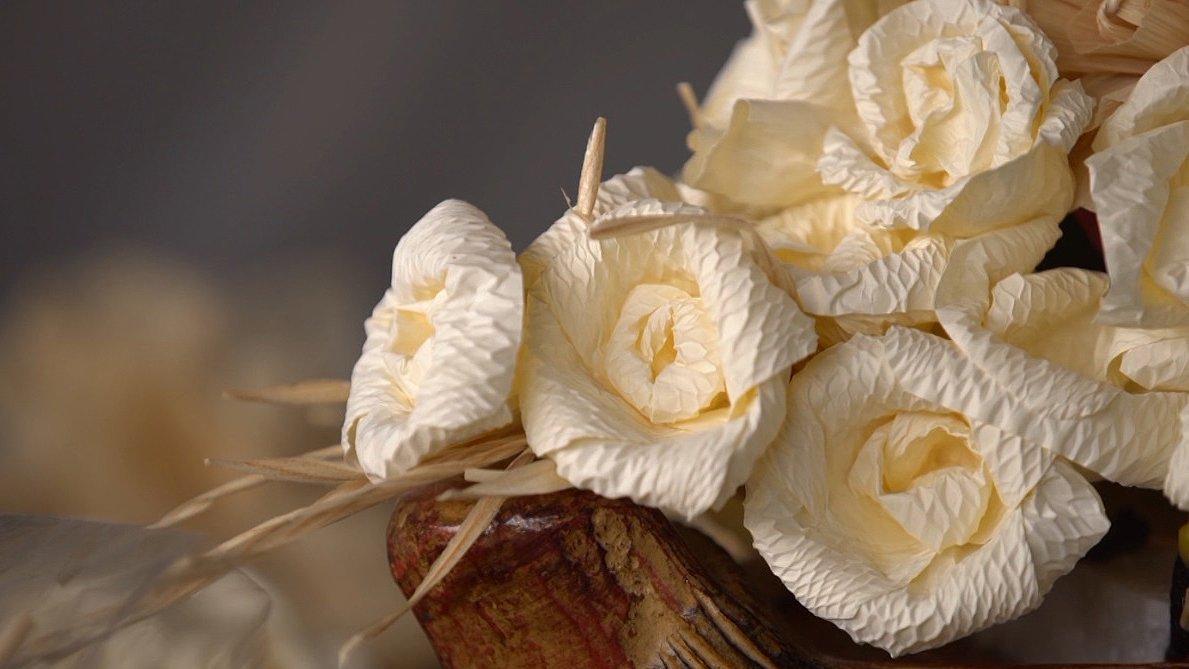 ลุยไม่รู้โรย สูงวัยดี๊ดี - การทำดอกไม้จันทน์